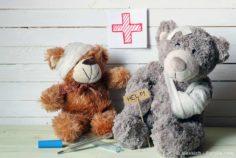 Kinderunfälle: 5 Dinge, die man Kindern niemals geben sollte